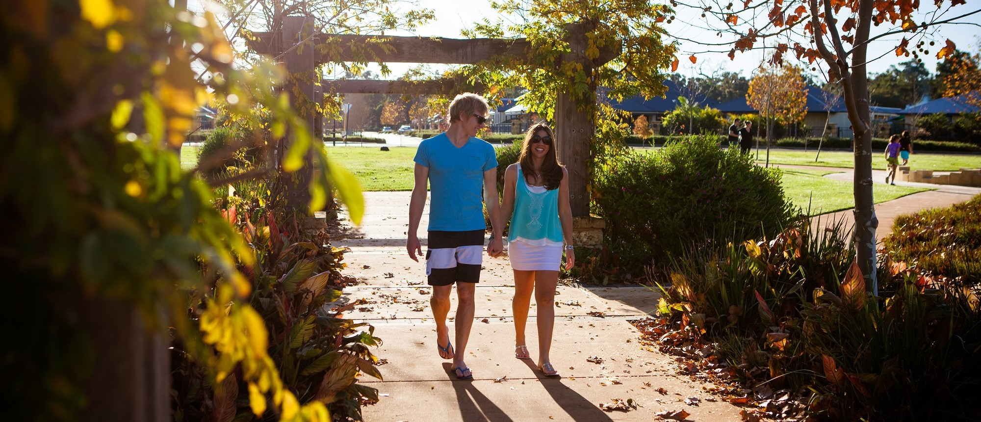 vasse-estate-land-for-sale-couple-walking-2000x860